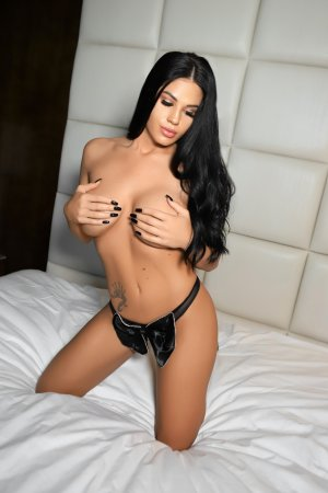 Marinella erotic massage & escorts