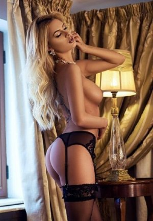 Almudena escorts in University Heights OH, erotic massage